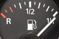 Calibre de combustível que mostra o tanque completo fotos de stock royalty free