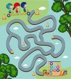 Calibre de jeu de labyrinthe avec des enfants montant le vélo Photo stock