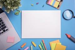 Calibre de maquette de papier et papeterie d'affaires Conception de couverture images stock