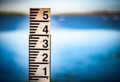 Calibre de medição do nível de inundação Fotos de Stock