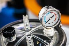Calibre de pressão para medir instalado em sistemas da água ou de gás Fotos de Stock Royalty Free