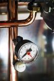 Calibre de pressão para medir instalado em sistemas da água ou de gás Imagens de Stock Royalty Free