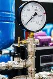 Calibre de pressão para medir instalado em sistemas da água ou de gás Foto de Stock
