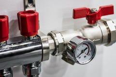Calibre de pressão para medir instalado em sistemas da água ou de gás Fotos de Stock