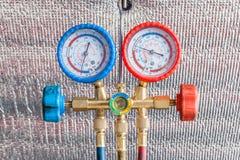 Calibre de pressão para o auto recharge do condicionador de ar Fotos de Stock