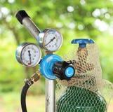 Calibre de pressão do cilindro de gás da soldadura Fotografia de Stock