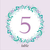 Calibre mignon de carte de nombre de table de mariage avec les éléments et les branches floraux tirés par la main Conception simp Image libre de droits