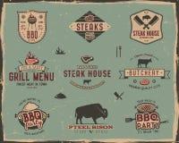Calibres de logo de gril et de grill de vintage Rétro BBQ de couleurs, insignes de partie de gril, timbres et ensemble de labels  Photographie stock libre de droits