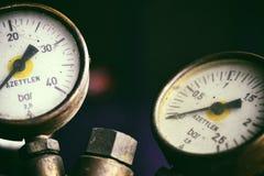 Calibres de pressão em garrafas de um azetylen Imagem de Stock