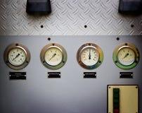 Calibres ou motor velho do carro de bombeiros do fogo do medidor Fotos de Stock