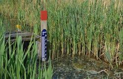 Calibro del livello d'acqua. Immagine Stock