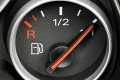 Calibro di combustibile che mostra carro armato pieno fotografia stock