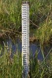 Calibro di misura del livello d'acqua Fotografie Stock