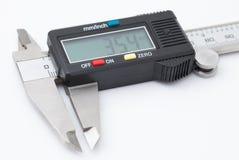 Calibro elettronico su fondo bianco Fotografia Stock