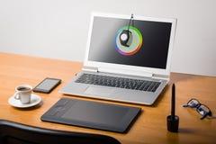 Calibtation dello schermo del computer portatile Immagine Stock