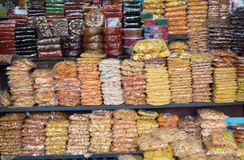 CALICUT INDIEN - 27. JULI: Snackstall in CALICUT Calicut-Platz ist großes Einkaufszentrum in Kerala im Juli, 27, 2015, Indien Lizenzfreie Stockfotos