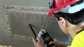 Calidad del aire de medición en eje del ventilador almacen de metraje de vídeo