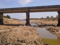 Caliente si está hecho poca agua en el canal, Hatyai, Songkhla Fotografía de archivo