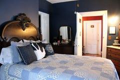 Caliente y dando la bienvenida al dormitorio dentro de la cama y del desayuno adorables, la cabra de desfallecimiento, Nueva York foto de archivo libre de regalías