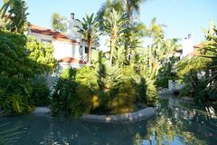 Califórnia do sul típica, casas de campo residenciais do estilo espanhol, apartamentos fotos de stock