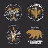 Califórnia relacionou os gráficos do estilo do vintage do t-shirt ajustados Ilustração do vetor Fotos de Stock Royalty Free