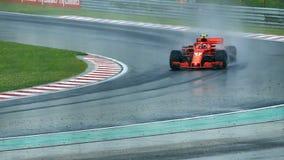Calificaciones lluviosas en la pista de la fórmula 1 almacen de video