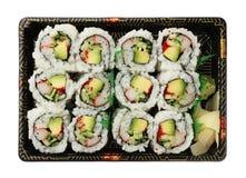 Californië rolt sushidienblad op wit wordt geïsoleerd dat royalty-vrije stock foto's