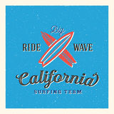 California que practica surf a Team Abstract Vector Label o Imagen de archivo libre de regalías