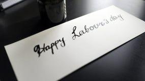 Caligrafía de trabajo feliz del día del ` s y postal lattering Visión izquierda Foto de archivo libre de regalías