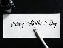 Caligrafía feliz del día del ` s de la madre y postal lattering Visión superior Fotografía de archivo libre de regalías