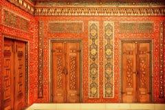 Caligrafia e pinturas nas portas da sala do século XVII de Aleppo Imagens de Stock Royalty Free
