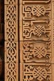 Caligrafia e projeto intrincado no complexo de Qutub Minar Fotos de Stock