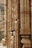 Caligrafia e projeto intrincado no complexo de Qutub Minar Imagem de Stock Royalty Free