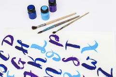 Caligrafia que rotula o alfabeto tirado com escova seca Letras de ABC inglês escritas com escova de pintura imagens de stock royalty free