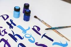 Caligrafia que rotula o alfabeto tirado com escova seca Letras de ABC inglês escritas com escova de pintura fotografia de stock royalty free