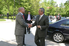 Calin Popescu Tariceanu en Jonathan Scheele Stock Foto