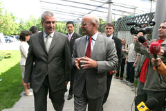 Calin Popescu Tariceanu en Jonathan Scheele Stock Afbeelding