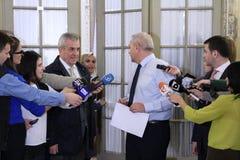 Calin Popescu Tariceanu en Liviu Dragnea - brief voor Roemeen royalty-vrije stock foto