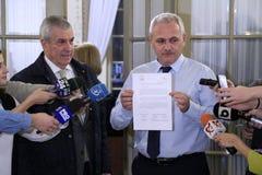 Calin Popescu Tariceanu och Liviu Dragnea - bokstav för rumänskt Arkivfoton