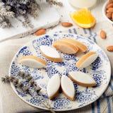 Calissons d'Aix en普罗旺斯 传统法国人普罗旺斯甜点 库存图片