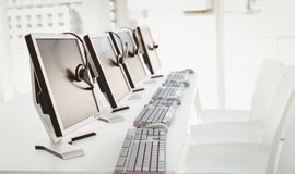 Call-Center-Computer und -kopfhörer Stockbilder