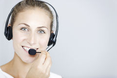 Call-Center-Frau mit Kopfhörer Stockfoto