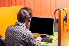Call-Center-Mittel bei der Arbeit Lizenzfreie Stockbilder
