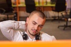 Call-Center-Mittel bei der Arbeit Stockfotos