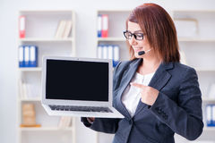 The call center operator working with clients Royalty Free Stock Images