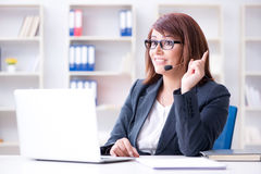 The call center operator working with clients Royalty Free Stock Photos