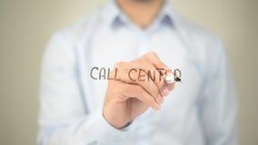 Call centre, Mens die op het transparante scherm schrijven Royalty-vrije Stock Fotografie