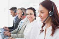 Call centrearbeiders al het glimlachen Stock Fotografie