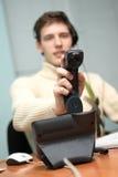 Call centreexploitant die een vraag beantwoordt royalty-vrije stock fotografie