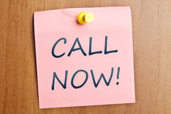 Call now post it Royalty Free Stock Images